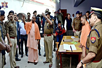 लखनऊ पुलिस लाइन में CM योगी का सरप्राइज विजिट, दिए कई दिशा-निर्देश