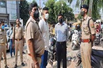 यूपी के अलीगढ़ में फ़िल्मी स्टाइल में 35 लाख का सोना लूट ले गए बाइक सवार बदमाश