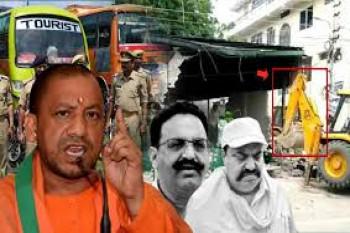 यूपी में अपराधियों व माफिया के खिलाफ लगातार एक्शन में योगी सरकार