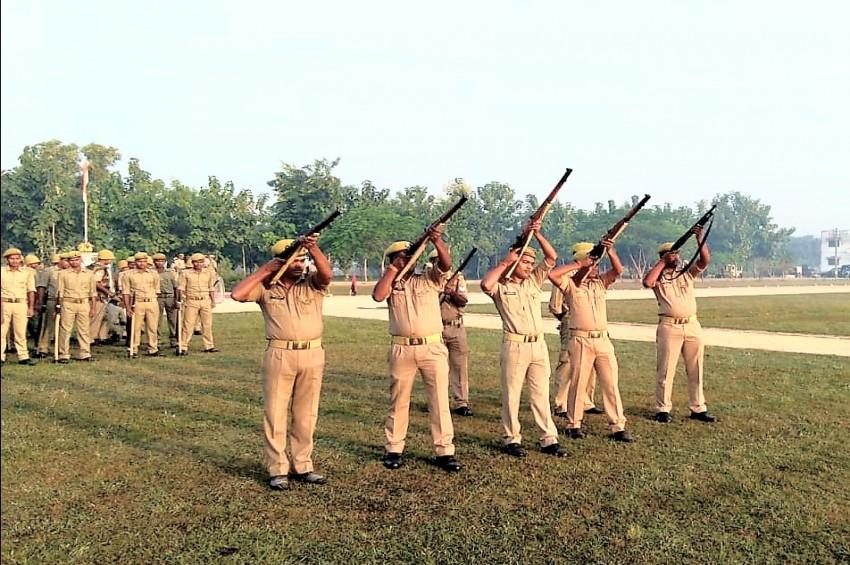 जिले की पुलिस को चुस्त दुरुस्त रखने के लिए एसपी आकाश तोमर ने करवाया बलवा ड्रिल