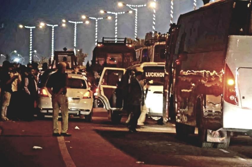 लखनऊ के जाम में फंसी भारतीय क्रिकेट टीम की बस,पुलिसकर्मियों के छुटे पसीने