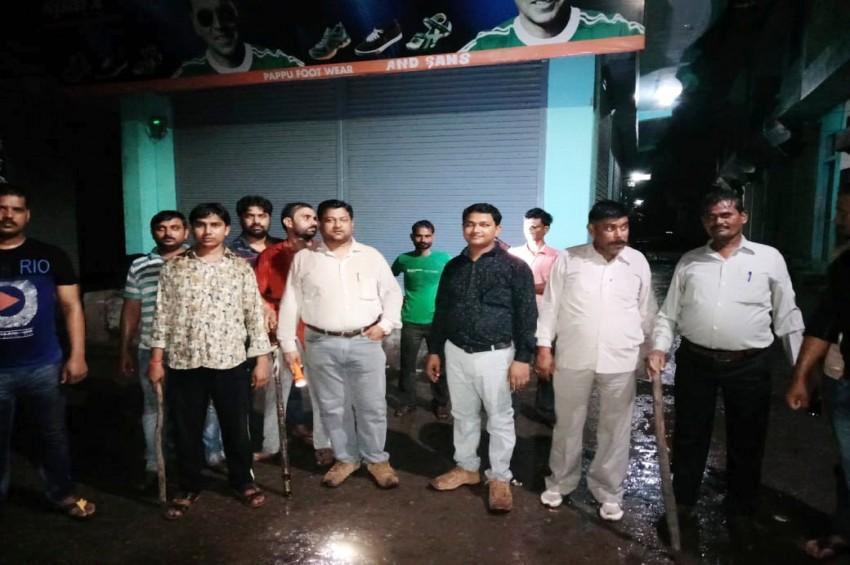 पुलिस पर नहीं रहा भरोसा, व्यापारी खुद रात में कर रहे हैं दुकानो की सुरक्षा