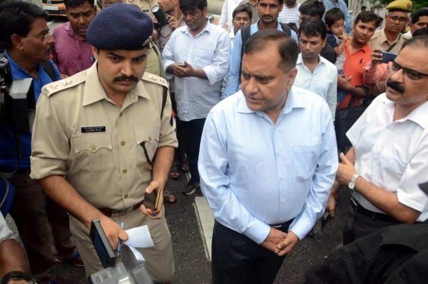 कैश वैन से 20 लाख रुपये की लूट, गार्ड की गोली मारकर हत्या