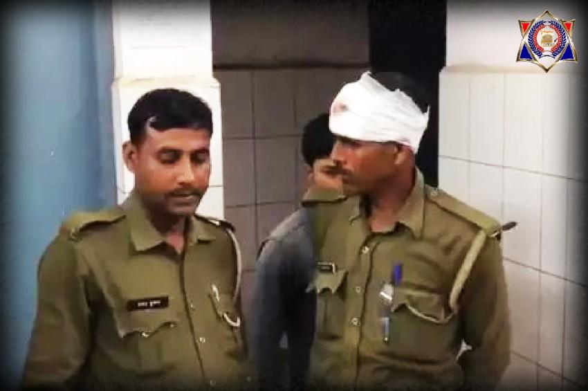 पुलिस टीम पर दंबगो ने बोला हमला