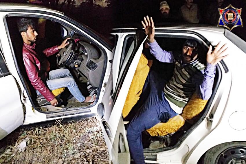 नोएडा पुलिस ने मुठभेड़ में  50 लाख की कीमत के गांजे के साथ 4 बदमाश को किया गिरफ्तार