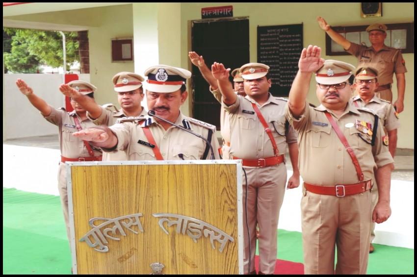 स्वत्रंता दिवस के मौके पर बुलंदशहर पुलिस लाइन में ध्वजारोहण