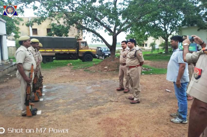 डीआईजी दीपक कुमार ने मानिकपुर व मारकुंडी थाने का किया औचक निरीक्षण