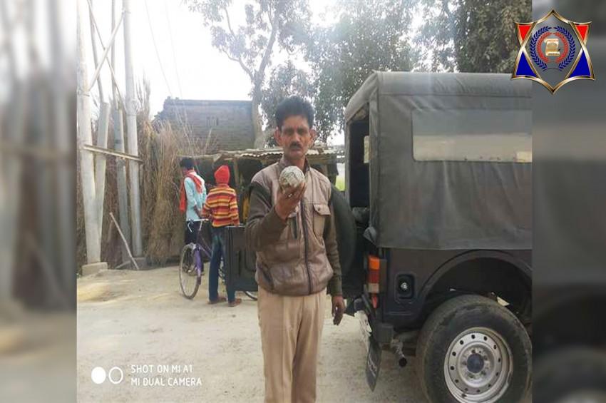 गोलीबारी और बम धमाके से इलाके में दहशत