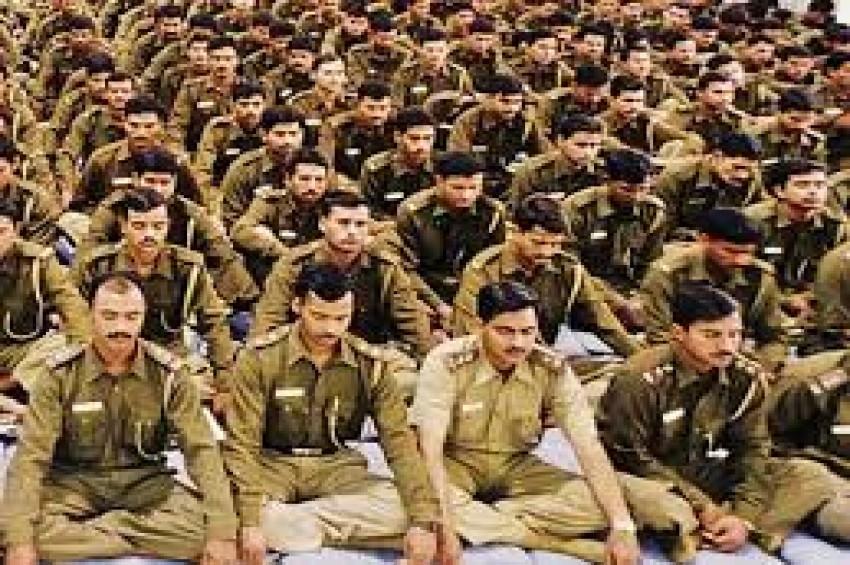 70 हजार पुलिसकर्मियों ने किया आंदोलन शुरू, काला बिल्ला लगाकर करेंगे काम
