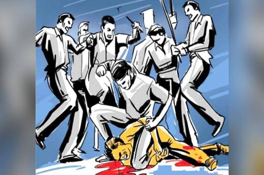 मोबाइल चोरी के शक पर दबंगों ने युवक को बेरहमी से पीट-पीटकर उतारा मौत के घाट