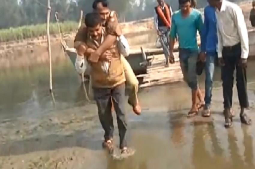 जब पानी से बचने के लिए युवक की पीठ पर लद गए दरोगा