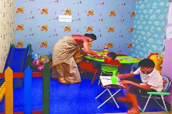 बच्चों की तरफ DELHI POLICE ने बढ़ाया दोस्ती का हाथ.. साथ में खेलेगी, खाएगी और करेगी मौज