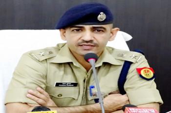 Ghaziabad : वसूली मामले में PRV पर तैनात 2 पुलिसकर्मी सस्पेंड... विभाग की छवि खराब करने वाले पुलिसकर्मियों को SSP की सख्त चेतावनी