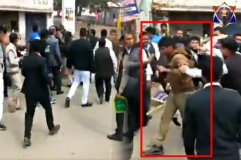 प्रतापगढ़ में प्रदर्शन कर रहे वकीलों ने चेयरमेन के गनर को पीटा, पुलिस ने किया मामला दर्ज