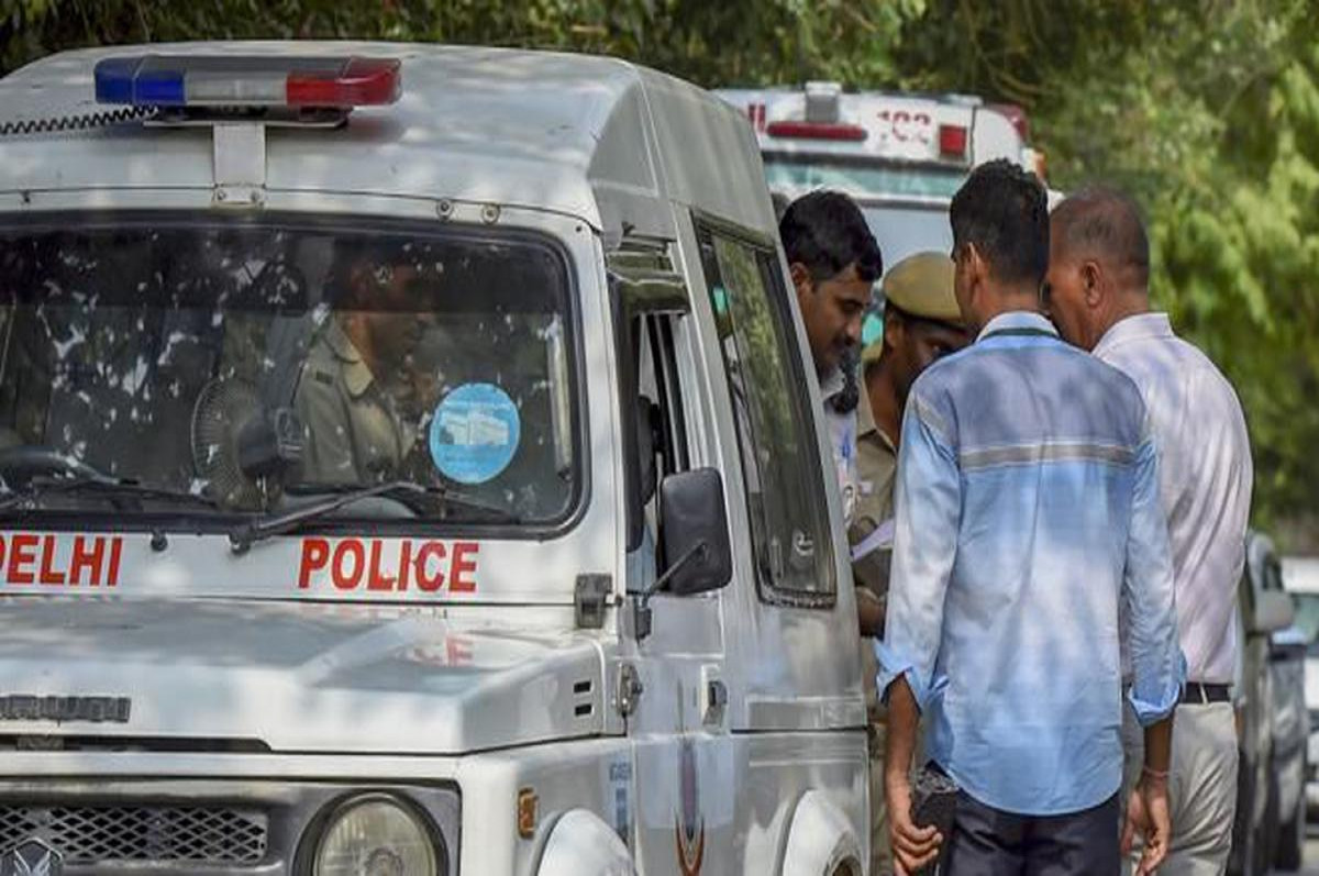Breaking News: दिल्ली के द्वारका में पुलिस एनकाउंटर, चार बदमाश गिरफ्तार