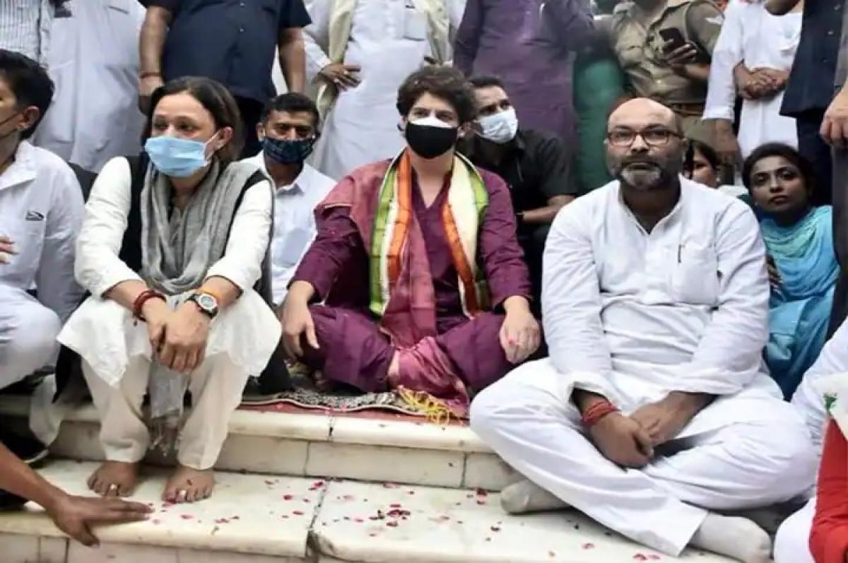 प्रियंका गांधी के मौन व्रत पर यूपी पुलिस की बड़ी कार्रवाई, लल्लू सहित कई कांग्रेसियों पर केस दर्ज