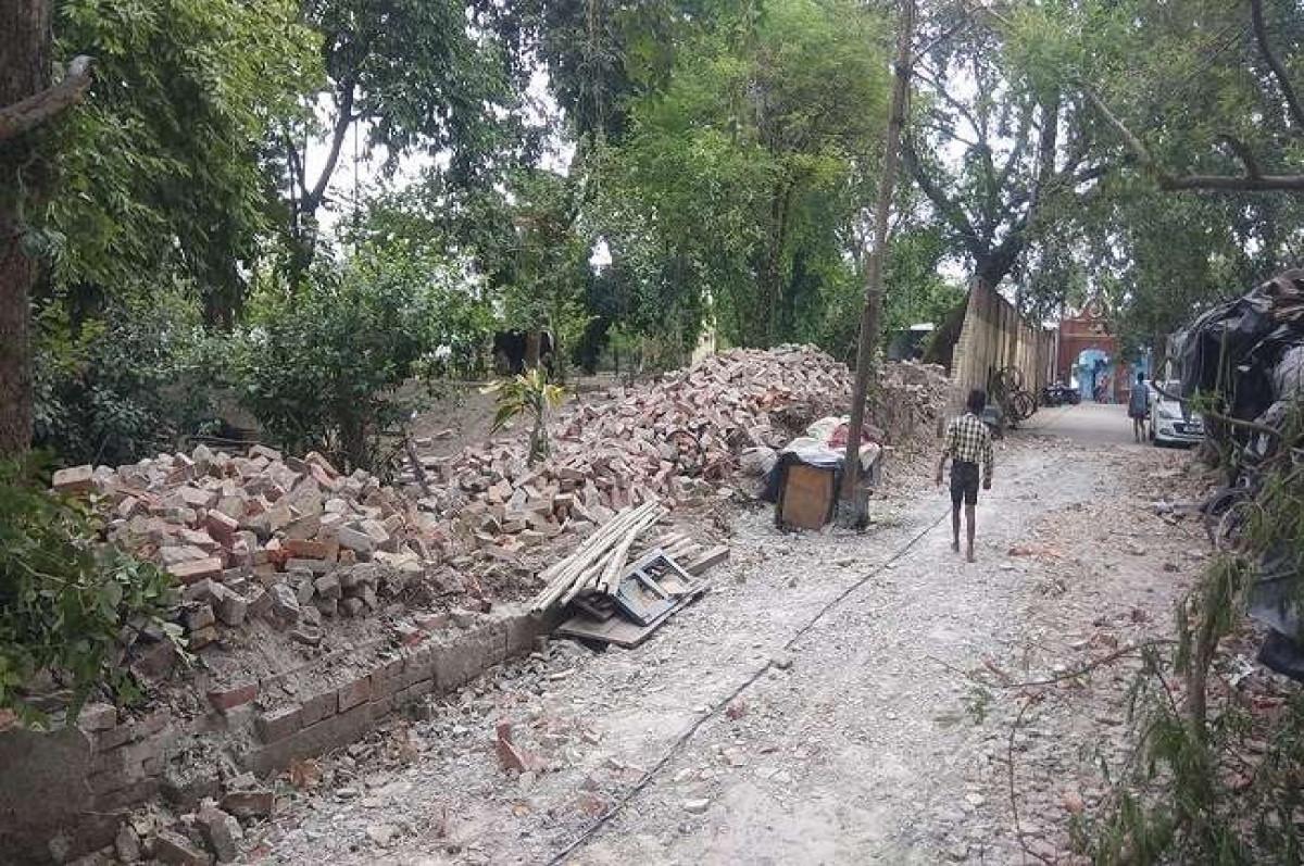 आंधी के आगे नहीं टिक पाई ADG के बंगले की दीवार, बुजुर्ग की मौत