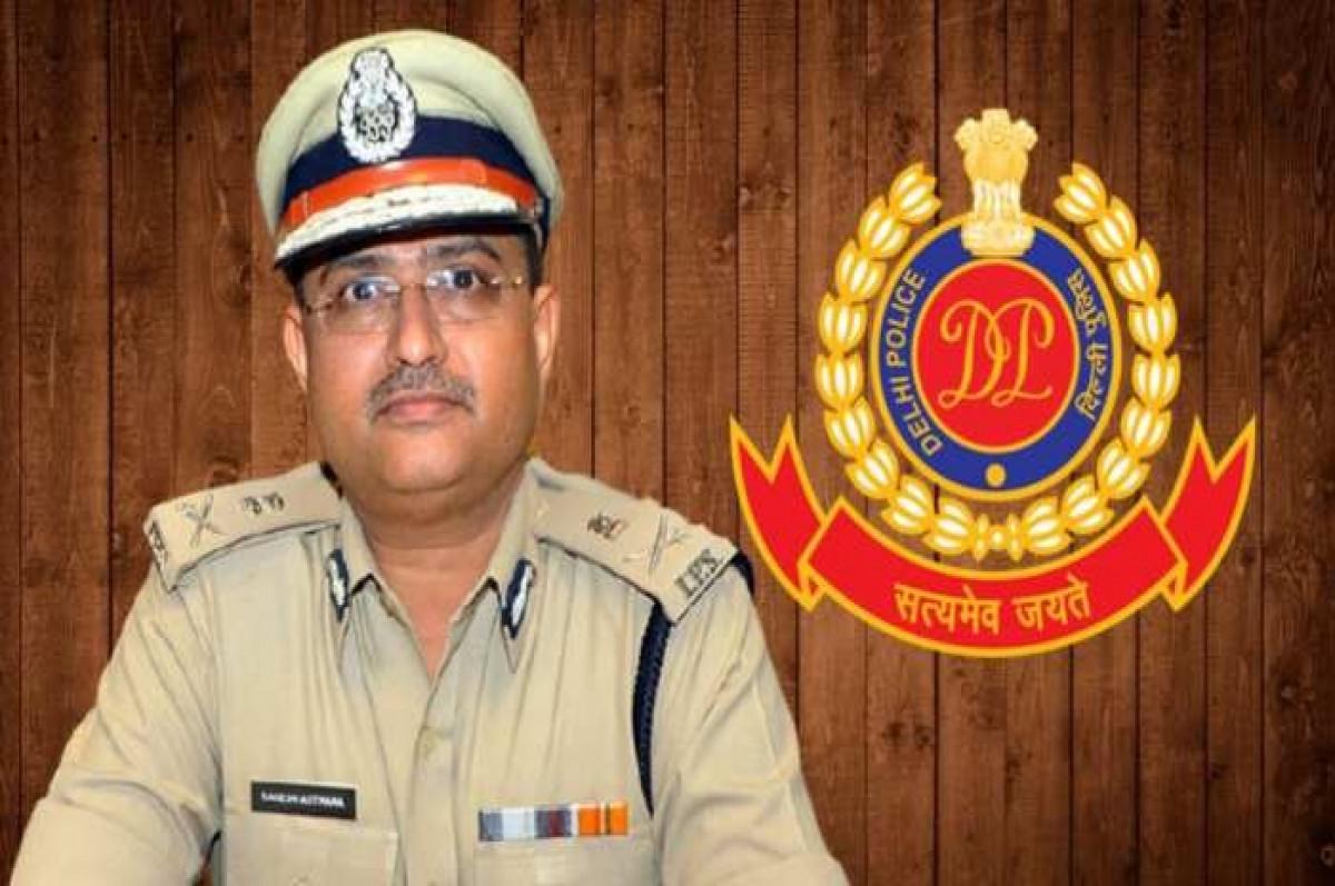 DELHI POLICE कमिश्नर ने दी अफसरों को हिदायत... अच्छे से करने पड़ेंगे हस्ताक्षर, और लगानी पड़ेगी मुहर
